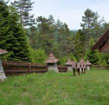 kamienne wieżyczki ogrodzenia