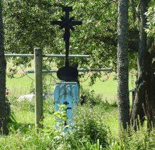 z żeliwnym krzyżem