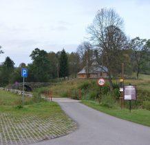 przy zabytkowej cerkwi i starym kamiennym moście