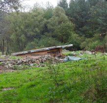 obecnie jakby teren budowy-kamienie może po kaponierach strażnicy