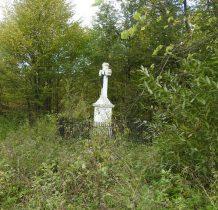 zabytkowy kamienny krzyż