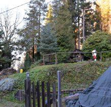 Skansen położony jest pomiędzy góra Toczek a Igliczna