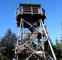 W 2000 roku wybudowano wieżę widokowa na szczycie