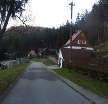 Po lewej nowoczesny ośrodek GOPR-u
