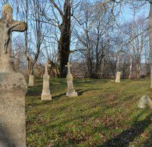 na cmentarzu starszym