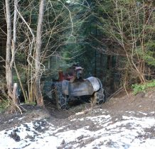 i dzielna maszyna do wyciagania z lasu sciętych drzew
