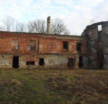 zniszczony w czasie wojen szwedzkich a później przez Tatarów