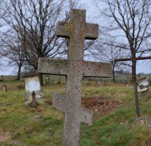 na cmentarzu