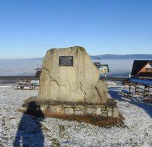 Pomnik pilotów- tutaj organizowane sa zawody szybowców