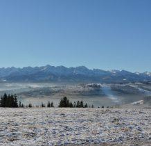 Ze szczytu rozpościera się jedna z najpiękniejszych w Polsce panoram Tatr
