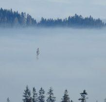 Wyłania się z morza mgieł
