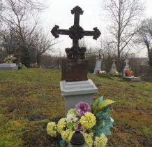 w starszej części cmentarza
