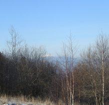 z Ubocza schodzimy w prawo-w oddali biała kopuła Babiej Góry