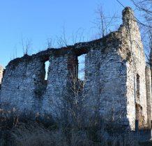 w XVII wieku powstał obecny kościół murowany