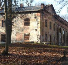 pierwotne oficyny były zbudowane z muru pruskiego