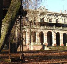 pałac wielokrotnie był przebudowywany