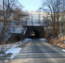 obok tunelu drogowego -tunel wodny dla potoku Kamieńczyk