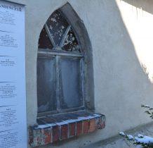 na kaplicy opis cmentarnych nagrobków