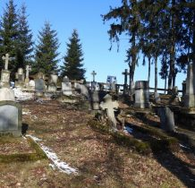 cmentarz z zabytkowymi nagrobkami