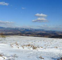 Masyw Śnieżnika a daleko zaśnieżone szczyty