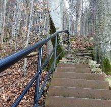 wspinamy się schodami w kierunku Ogrodu Bajek