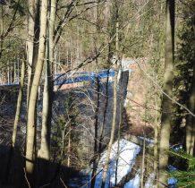 zapora znajduje się ok.500m poniżej wodospadu
