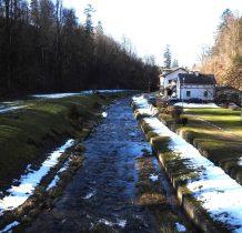 dzisiaj budynki to dom wczasowy Regionalnego Zarzadu Gospodarki Wodnej