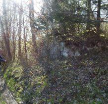 kamienne ruiny przy szlaku-to już chyba Kostera-wyludniona osada -dawna kolonia Paszkowa
