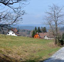 pierwsze zabudowania Poniatowa-agroturystyka  z dala od centrum wioski