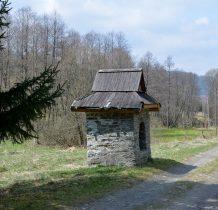 kamienna z drewnianym dachem