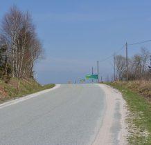 wychodzimy na asfalt,idziemy na Przełęcz nad Porębą