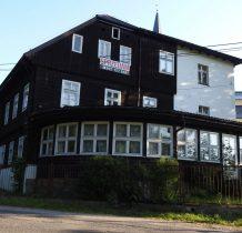 """budynek dawnej XIX wiecznej gospody-dawny ośrodek kolonijny Cukrowni Łagiewniki,później ośrodek wczasowy zakładów """"Romet"""""""