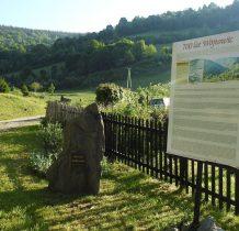 historycznie Wójtowice podzielone były na część dolną i górną-kamień pomnik upamiętniający 700-lecie wsi