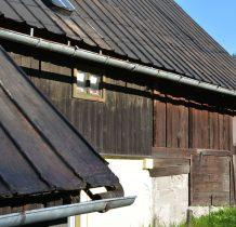 po wojnie nastąpiła we wsi wymiana ludności-niemiecką społeczność wysiedlono do Niemiec
