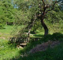 ta część wioski była kiedyś zabudową łańcuchową skupiona przy strumieniu