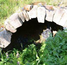 odsłonięto resztki XVIII-wiecznego kamiennego basenu