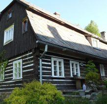 ruch turystyczny w górnej części wsi w XIX wieku obsługiwała tu oberża z 18 miejscaqmi do spania w zabudowie dawnego wolnego sołectwa