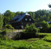 widok dawnego sołectwa z miejsca gdzie stał  kościół