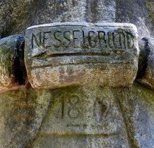 """zwana """"Szarym Człowiekiem"""" albo"""" Kamiennym Człowiekiem""""była wielokrotnie niszczona"""