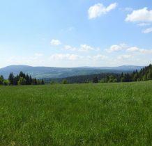jesteśmy na Barczowej 811m n.p.m. skąd piękne widoki na okoliczne góry-Jagodna 977m n.p.m. po lewej