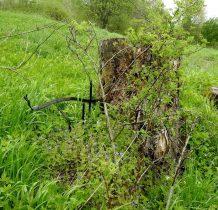 metalowe pozostałości cmentarza
